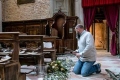 fiori-preparazione-chiesa-per-matrimonio-01-e1586957149194
